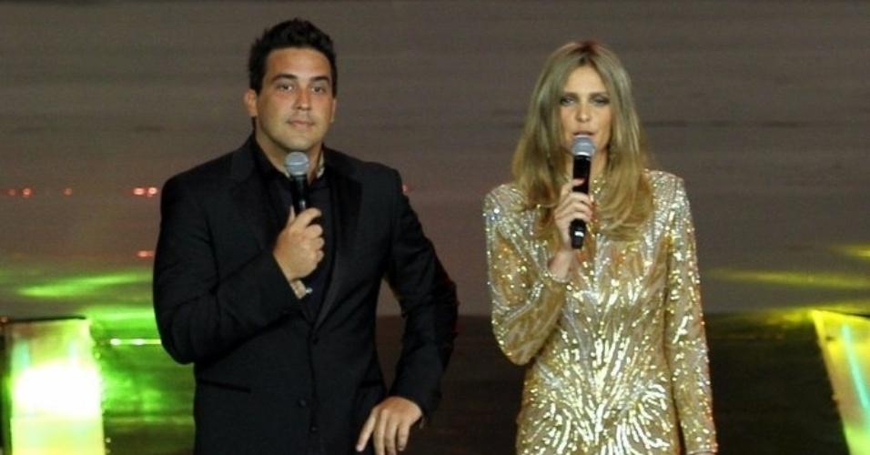 2.abr.2014 - André Marques e Fernanda Lima na gravação do