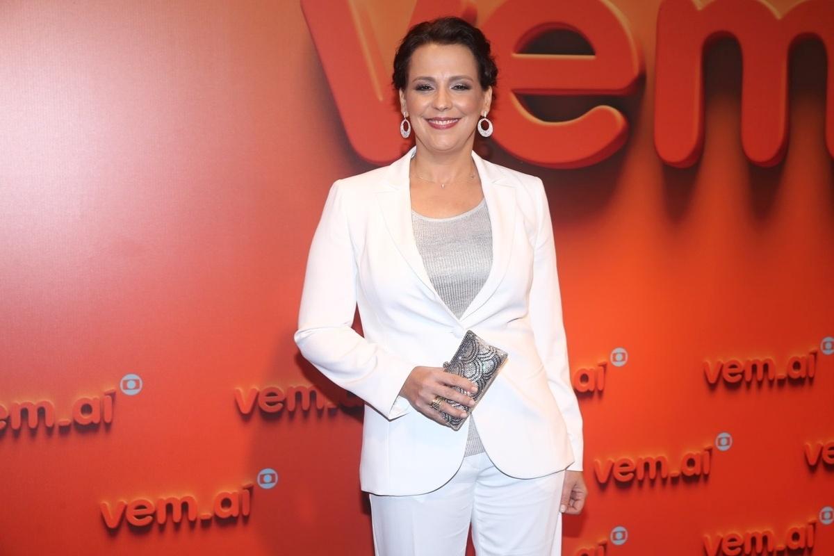 2.abr.2014 - Ana Beatriz Nogueira prestigiou a