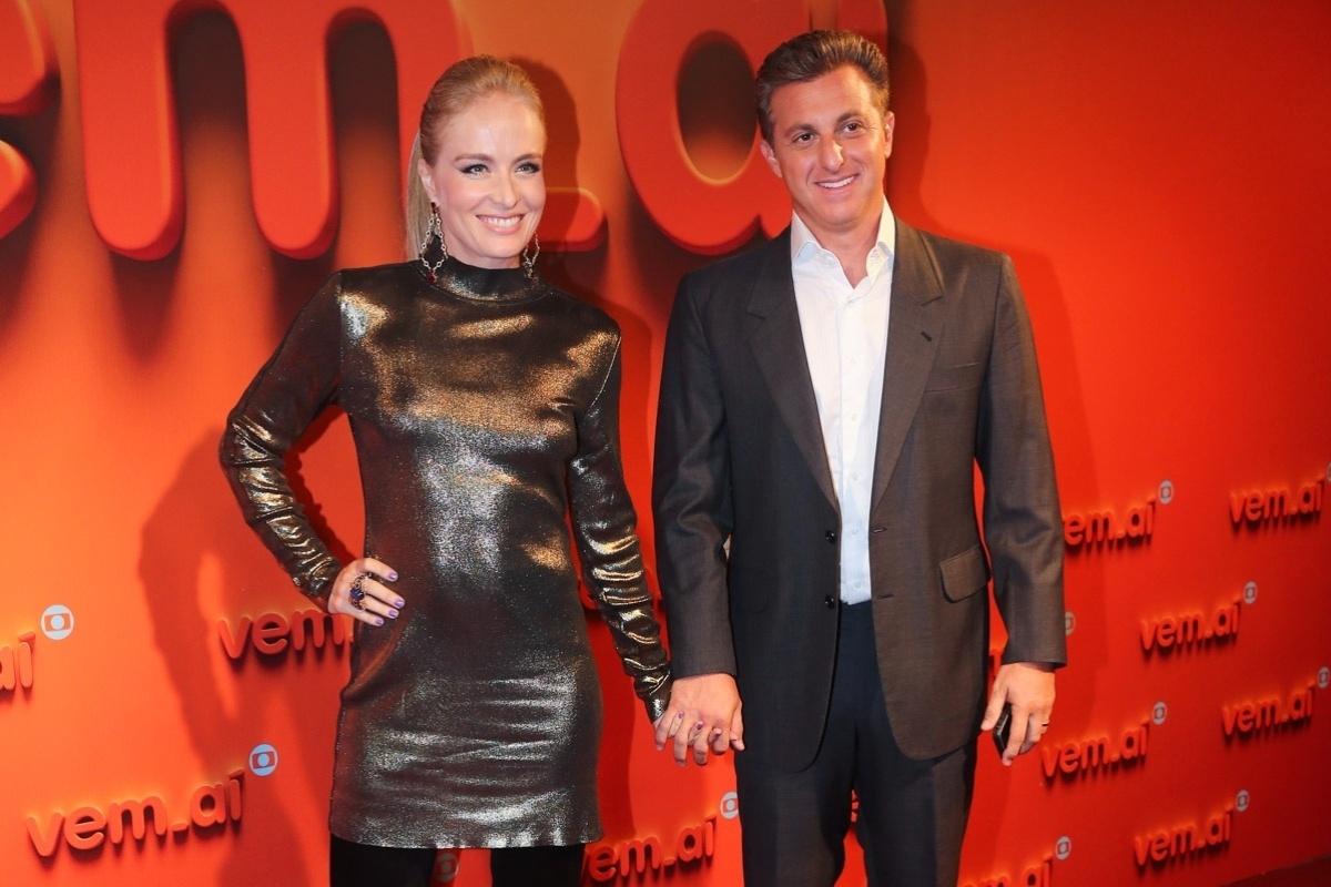 2.abr.2014 - Angélica e Luciano Huck prestigiram a