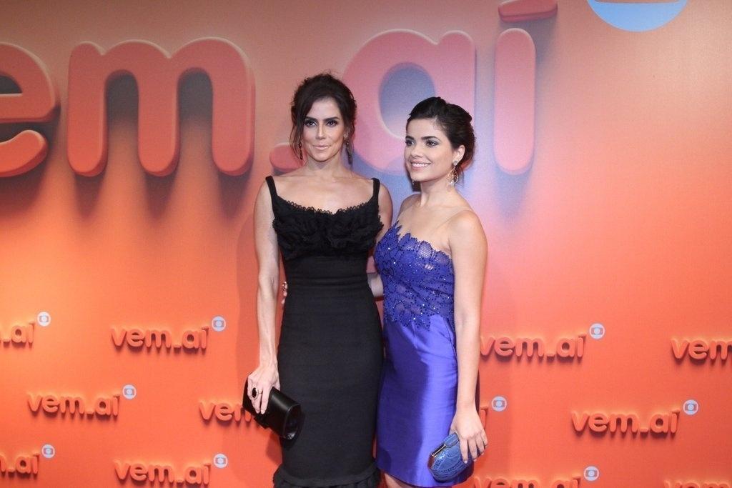 2.abr.2014 - Deborah Secco e Vanessa Giácomo prestigiaram a
