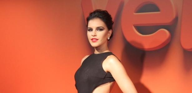 2.abr.2014 - Mariana Rios prestigiou a
