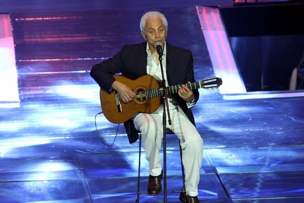 2.abr.2014 - Paulinho da Viola se apresentou durante a