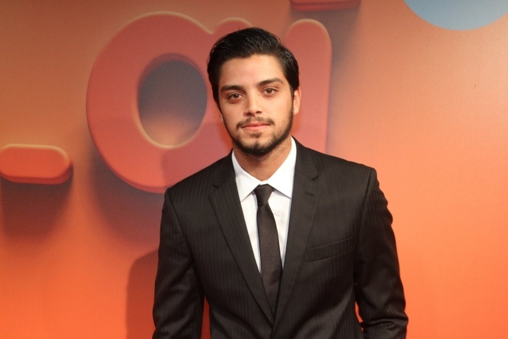 2.abr.2014 - Rodrigo Simas prestigiou a