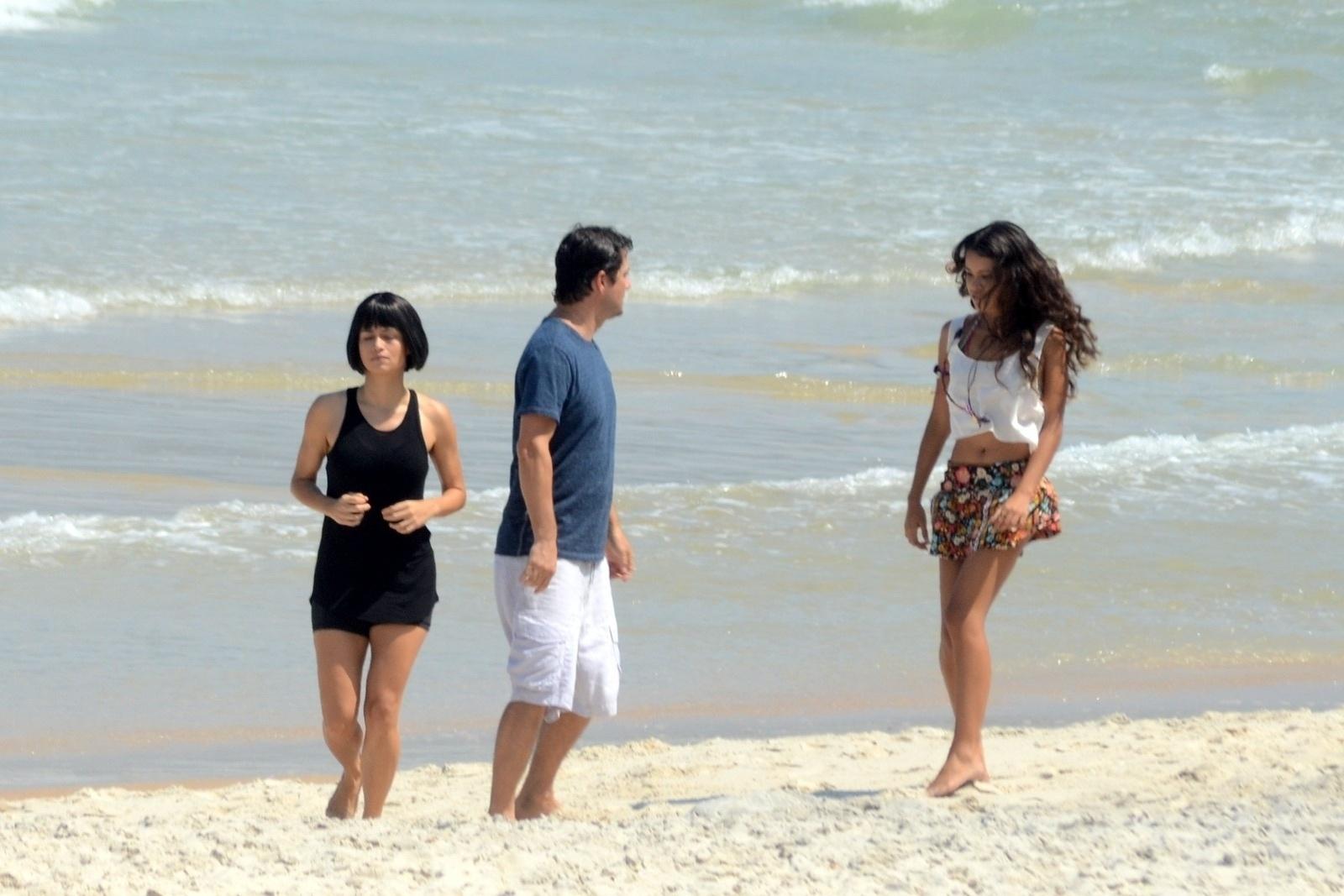 3.abr.2014 - De peruca preta, Nanda Costa gravou participação na série