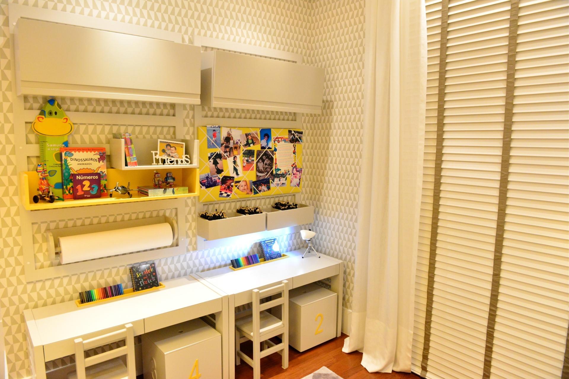 área de de estudos do dormitório para meninos gêmeos, assinado