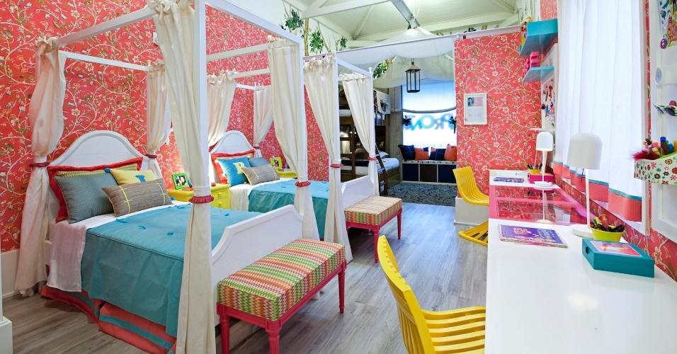 Este quarto com 20 m² para gêmeas adolescentes foi idealizado pela arquiteta Carla Barranco, para a mostra