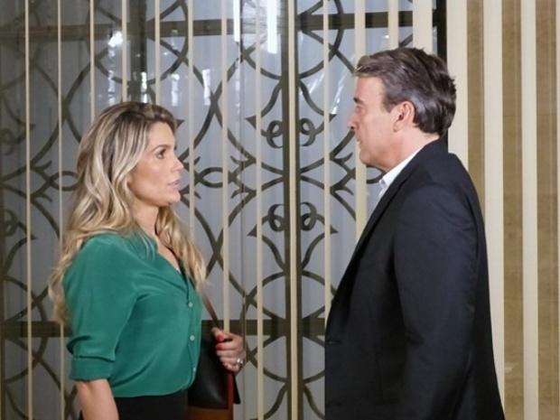 Heloísa conta a Thomaz que terminou com Flávio e que não o amava