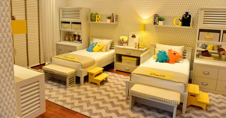 Os arquitetos André Leite e Bruna Ximenes criaram um dormitório moderno, funcional e prático com 16,40 m² para dois meninos.