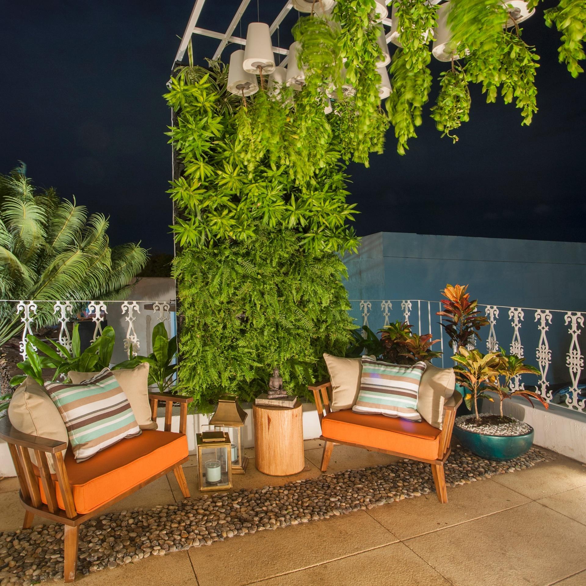 jardim vertical terraco: jardim vertical que se estende sobre uma área de convivência