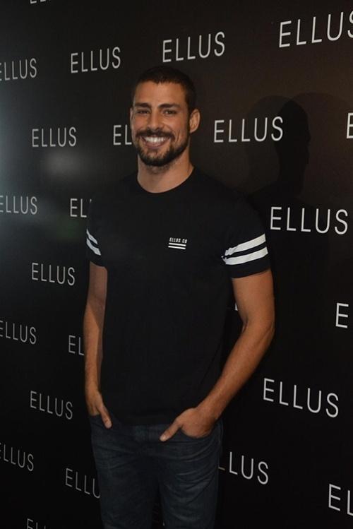 Cauã Reymond desfila pela Ellus no SPFW
