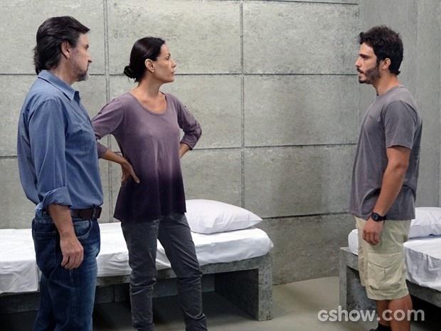 William conta a LC e Tereza que Assis é o traidor