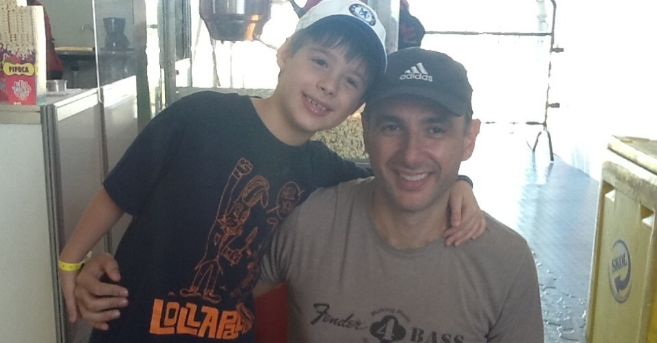 05.abr.2014 -  Fabrizzio Sens Lombardi, de oito anos, e o pai Jean Paulo Lombardi no Kidspalooza do Lollapalooza 2014, no Autódromo de Interlagos, em São Paulo