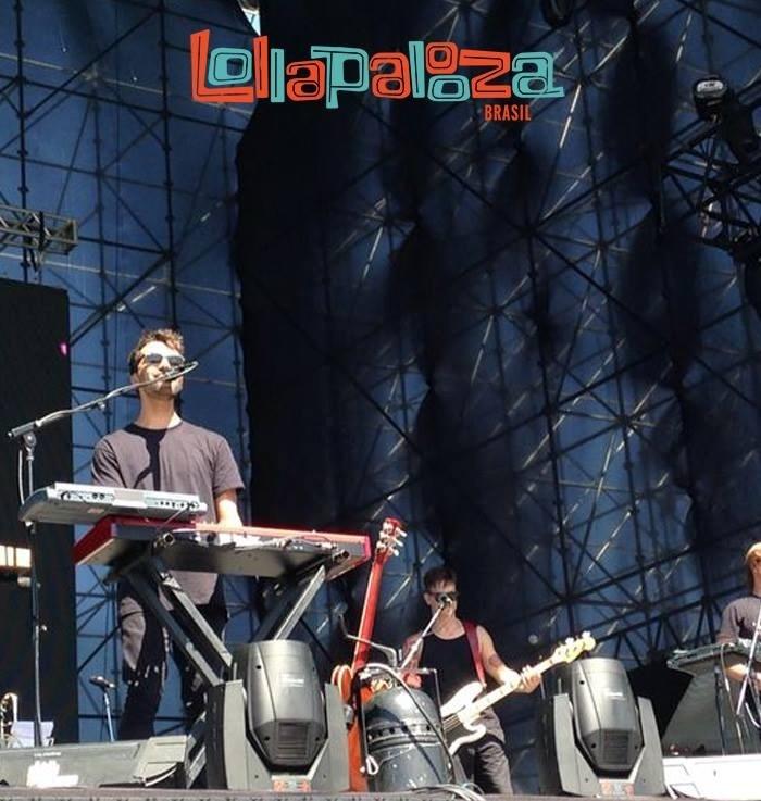 05.abr.2014 - O cantor Silva se apresenta no Festival Lollapalooza 2014, no Autódromo de Interlagos, em São Paulo