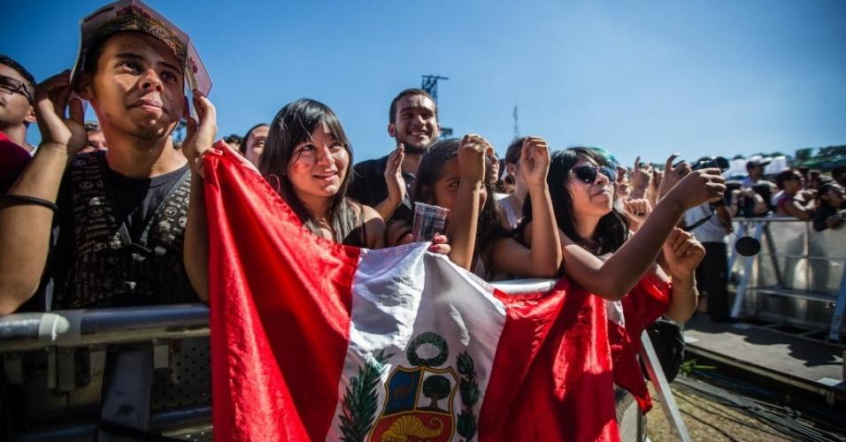 05.abr.2014 - Público assista ao show da banda Capital Cities se apresenta no Festival Lollapalooza 2014, no Autódromo de Interlagos, em São Paulo