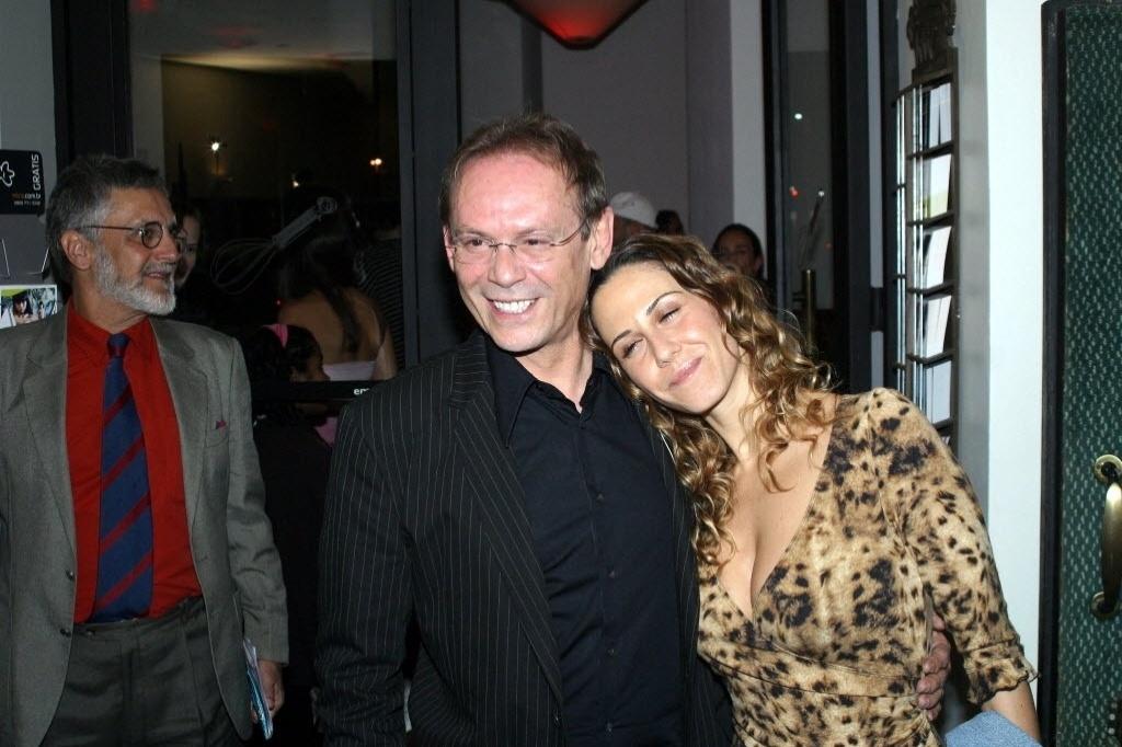 07.out.2004 - José Wilker ao lado de sua mulher na época, a atriz Guilhermina Guinle, no encerramento do Festival de Cinema no Rio de Janeiro