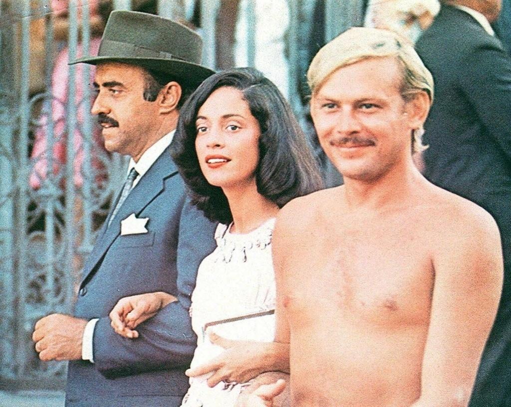 1976 - Mauro Mendonça, Sônia Braga e José Wilker em cena de