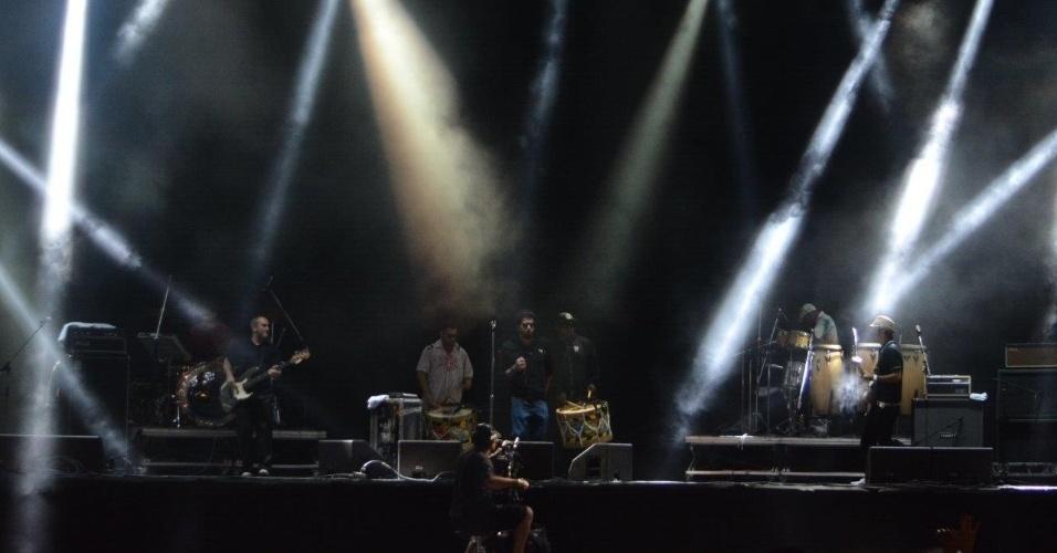 5.abr.2014 - Nação Zumbi se apresenta no Lollapalooza 2014 no Autódromo de Interlagos, em São Paulo