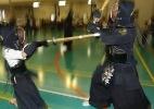 Crian�as treinam kenjutsu, a arte dos guerreiros samurais