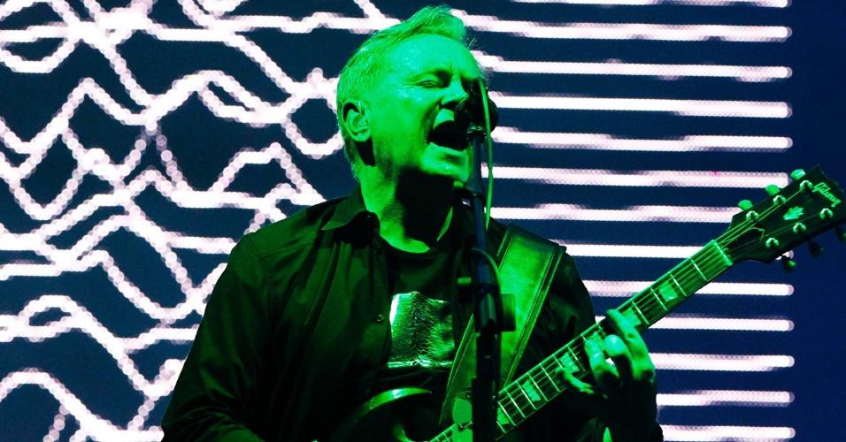 6.abr.2014 - O New Order se apresenta no segundo dia do Lollapalooza 2014 no Autódromo de Interlagos, em São Paulo