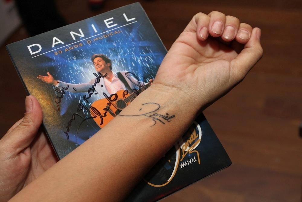 8.abr.2013 - Daniel participou na noite desta terça-feira da noite de autógrafos do CD e DVD