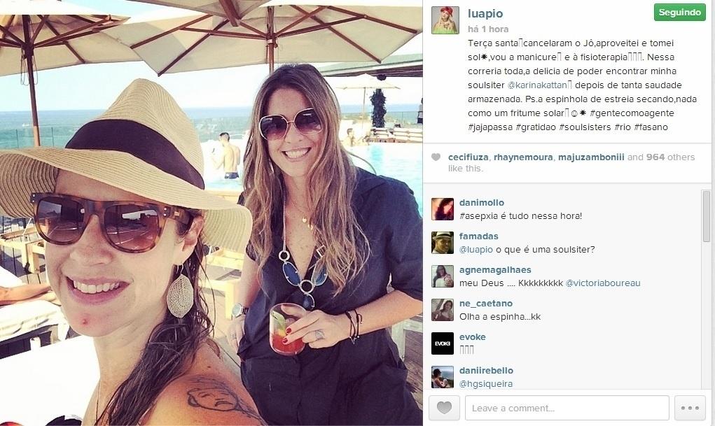 8.abr.2014 - Em foto selfie, Luana Piovani comentou sua chamativa acne no queixo: