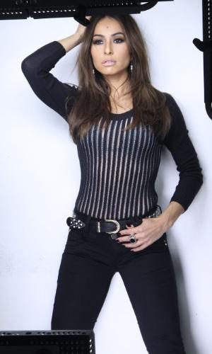 8.abr.2014 - Sabrina Sato, que apareceu morena no baile da AmfAR na última sexta, participou de uma sessão de fotos em São Paulo para uma campanha publicitária com o novo visual