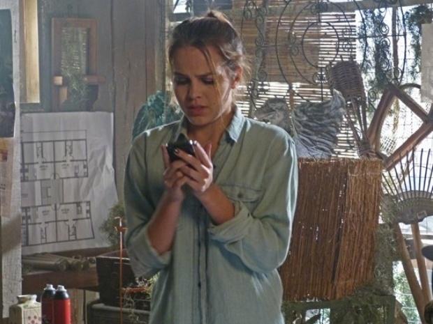 Anita encontra o celular de Antônio e descobre que ele espalhou seu vídeo íntimo