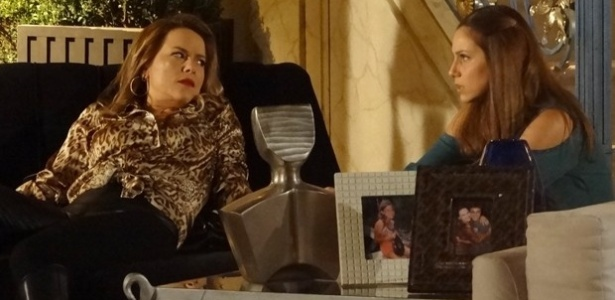 Shirley diz a Rafaela que o tombo que levou do cavalo foi culpa de Helena