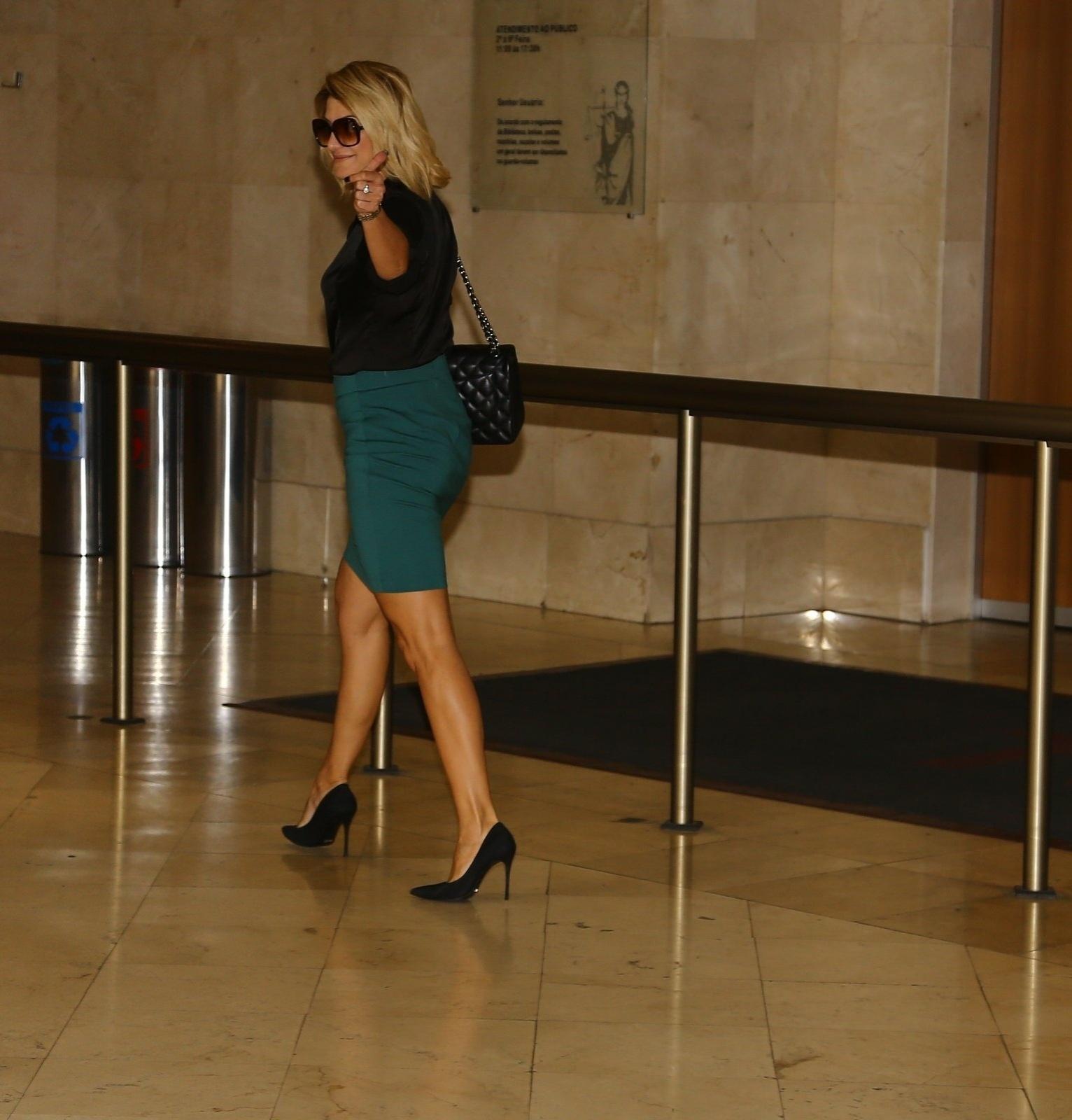 9.abr.2014 - Antônia Fontenelle vai ao Tribunal de Justiça do Rio de Janeiro para audiência sobre herança de Marcos Paulo