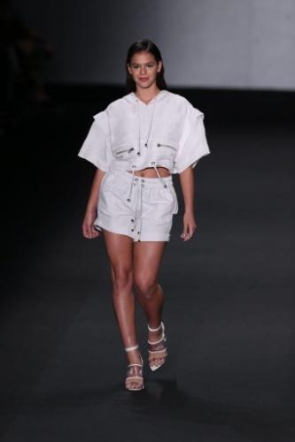 9.abr.2014 - Bruna Marquezine desfila pela grife Coca-Cola no Fashion Rio