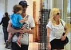 Ex-BBB Clara e o marido Fabian circulam com o filho por aeroporto no Rio - William Oda/AgNews