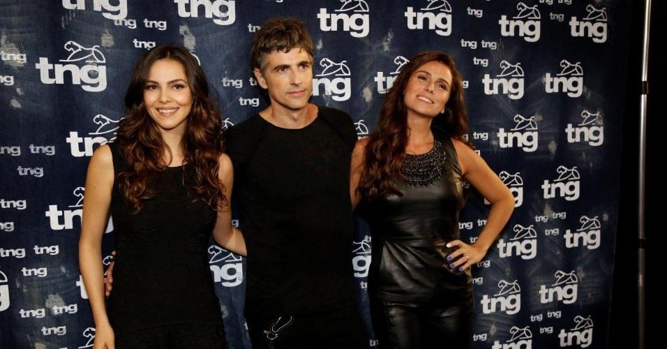 10.abr.2014 - Tainá Muller, Reynaldo Gianecchini e Giovanna Antonelli no backstage da TNG. Os atores são as estrelas do desfile da grife no Fashion Rio