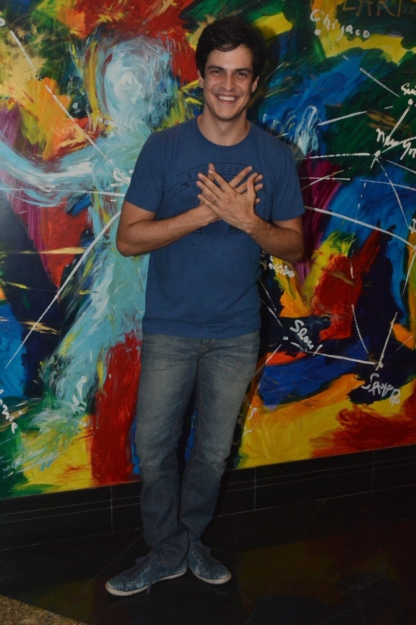 11.abr.2014 - Mateus Solano estreia