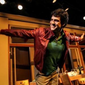 http://imguol.com/c/entretenimento/2014/04/12/11abr2014---mateus-solano-estreia-do-tamanho-do-mundo-com-texto-de-paula-braun-no-teatro-renaissance-na-zona-sul-de-sao-paulo-na-noite-desta-sexta-feira-depois-de-uma-1397277625409_300x300.jpg