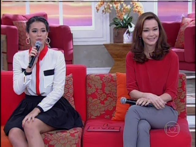 14.abr.2014 - Bruna Marquezine e Júlia Lemmertz participaram do