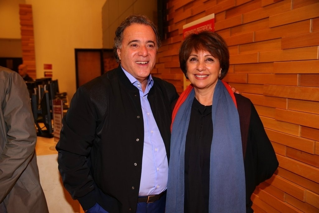 14.abr.2014 - Tony Ramos e a mulher, Lidiane Barbosa, marcam presença na pré-estreia do filme