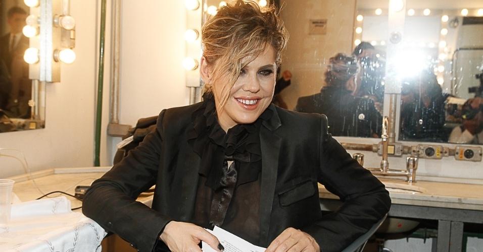 14.abr.2014 - Bárbara Paz é mestre de cerimônia da segunda edição do Prêmio Aplauso Brasil de Teatro, no Theatro São Pedro, no centro de São Paulo, na noite desta segunda-feira