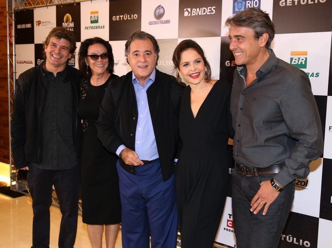 14.abr.2014 - Tony Ramos, Drica Moraes e Alexandre Borges recebem seus convidados na pré-estreia do filme