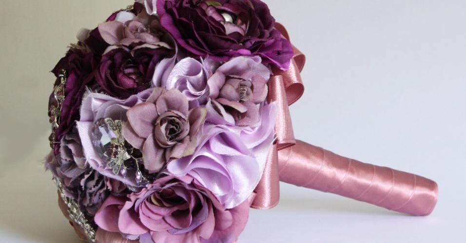 29 -Buquê de flores de tecido e broches. Da Bouquet Boutique (www.bouquetboutique.com.br)
