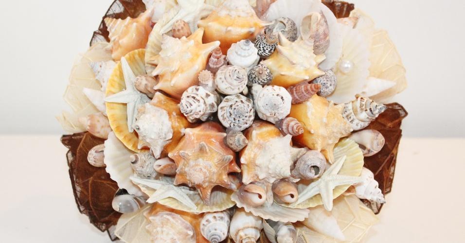 54 - Buquê de conchas marinhas. Da Buquê de Broches