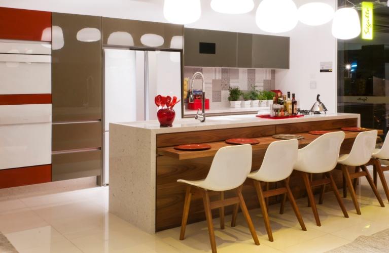 Cozinhas, copas e varanda gourmet inspiram refeições em família  Casa e Deco # Bancada Cozinha Modular