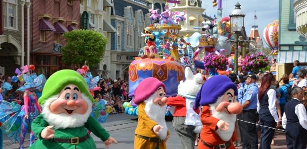 Desfile de personagens clássicos da Disney no parque Walt Disney World, na Flórida, um dos destinos em destaque da Turismo Week