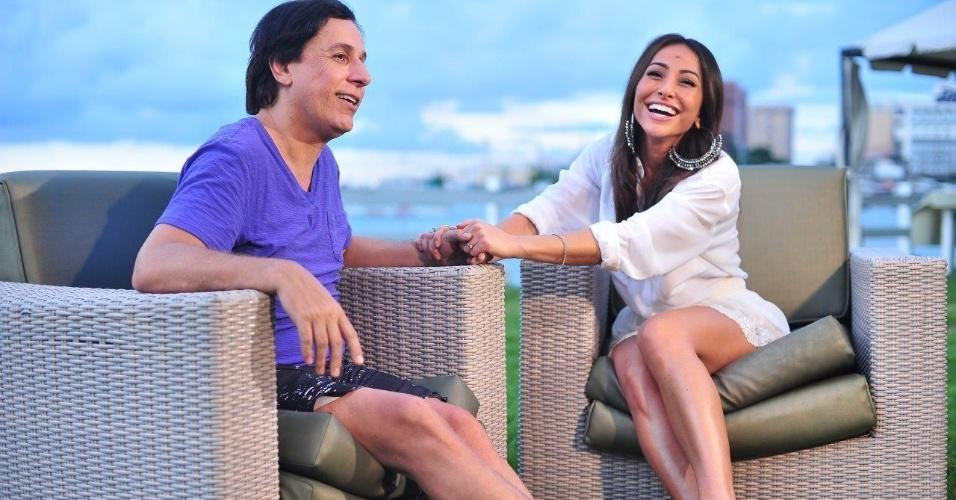 Em entrevista, Sabrina conversa com Tom Cavalcante e relembra a trajetória do humorista que conta ainda por que está afastado da televisão há dois anos