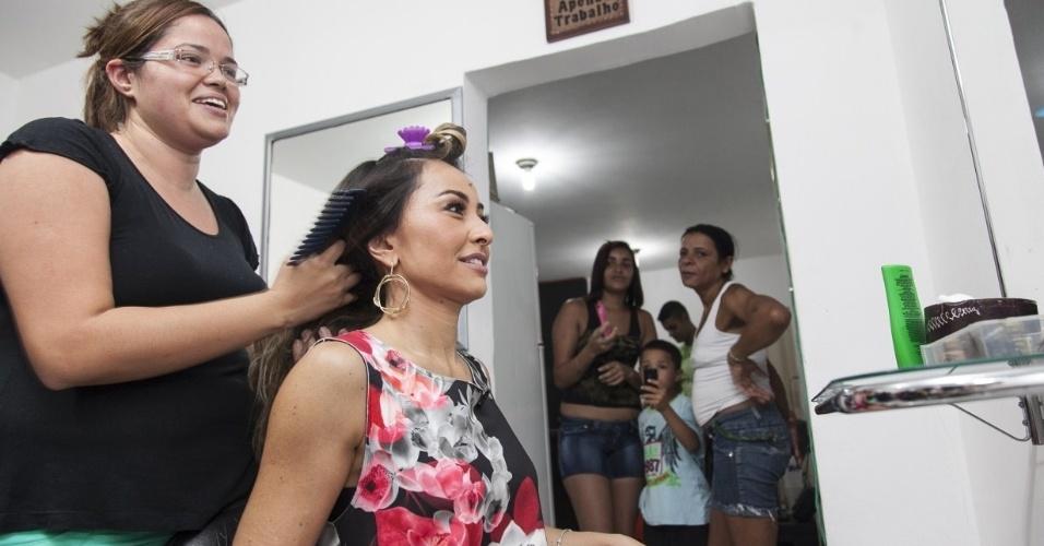 Nesta semana, Sabrina visitará o salão Bella Hair, em Vila Prudente, e vai até dar um tapa no visual