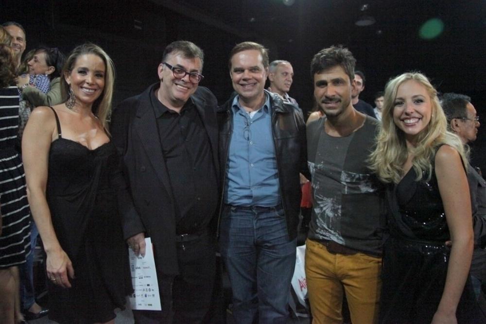 24.abr.2014 - Danielle Winits, Julio Rocha, Rainer Cadete e Sara Freitas estreiam o espetáculo