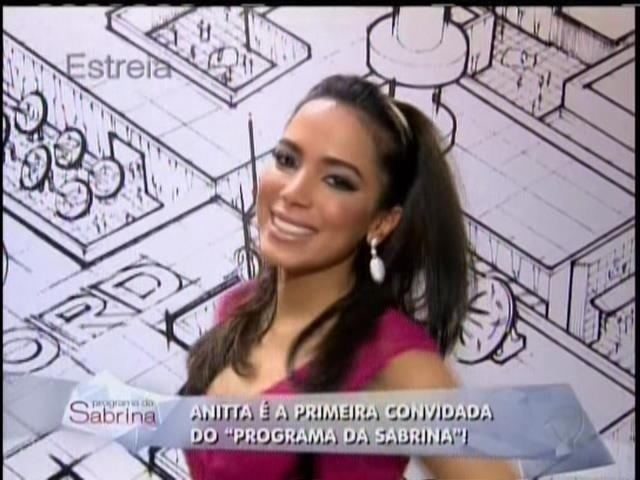 26.abril.2014 - Anitta durante a estreia do