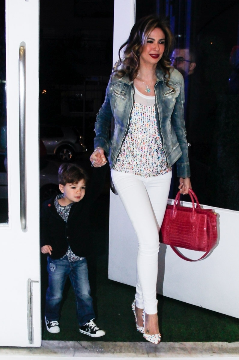 26.abril2014 - Luciana Gimenez e o filho, Lorenzo, na festa de aniversário de Alice, filha de Daniela Albuquerque e Amilcare Dallevo Jr.