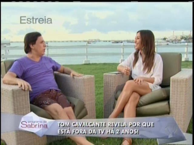 26.abril.2014 - Sabrina Sato entrevista Tom Cavalcante em sua estreia na Record. O