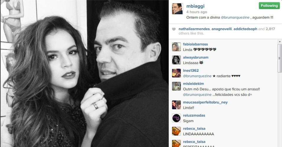 28.abr.2014 - Marco Antônio de Biaggi mostra foto dos bastidores de um ensaio com Bruna Marquezine