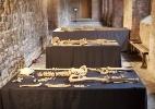 Arque�logos encontram esqueletos de mais de 600 anos em Londes